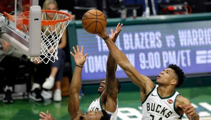 """""""Милуоки"""" одержал волевую победу над """"Торонто"""" и повел в серии плей-офф НБА"""