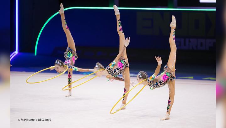 """Российские """"художницы"""" выиграли чемпионат Европы в упражнении с пятью обручами"""
