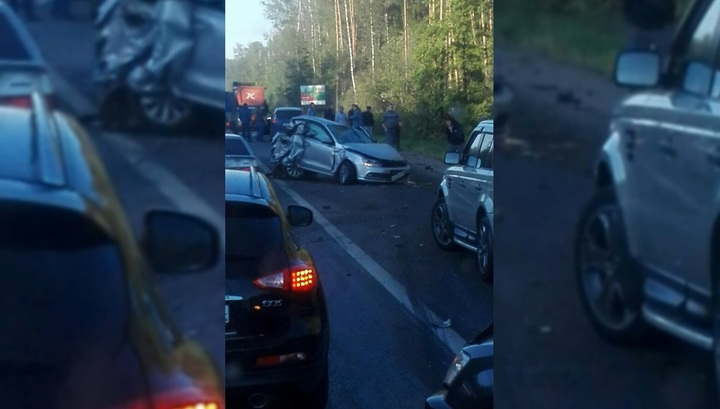 Восемь человек пострадали в ДТП с семью машинами в Подмосковье