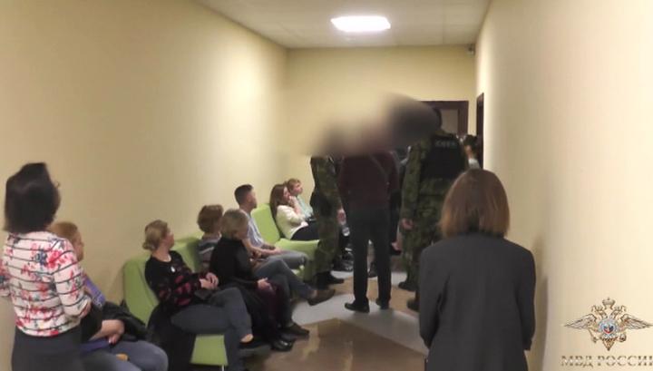 Полиция ликвидировала сеть псевдоклиник, заработавшую миллиард на пенсионерах