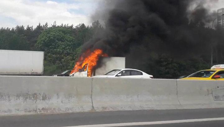 На МКАД возникла многокилометровая пробка из-за горящей