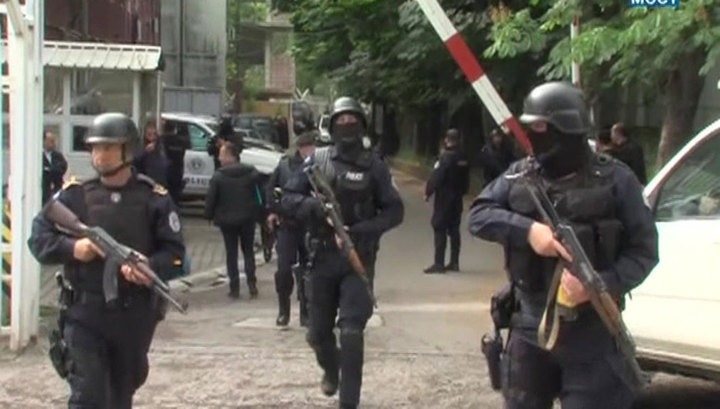 Беспорядки на севере Косова: сербы в ответ на аресты строят баррикады photo