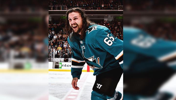 Хоккеист Карлссон стал самым дорогим защитником в НХЛ