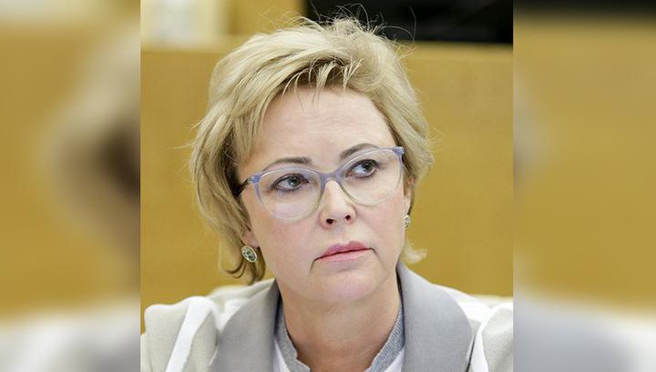 Тахикардия и паника: депутат Соломатина помогла девушке в самолете