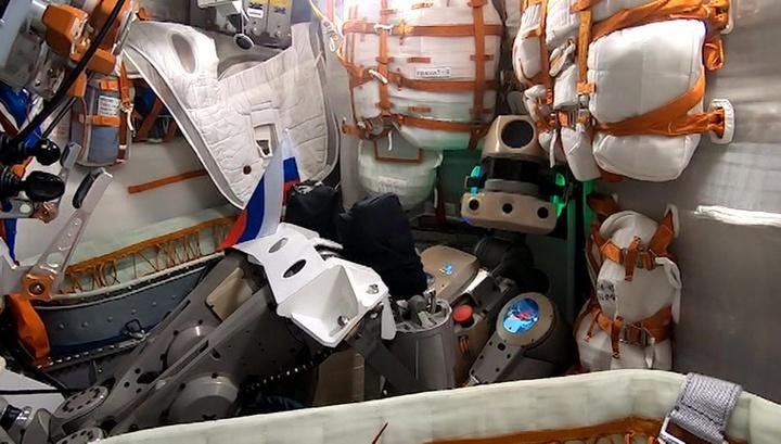 """""""Благодарю, товарищ Генеральный!"""": робот Федор написал первый твит"""