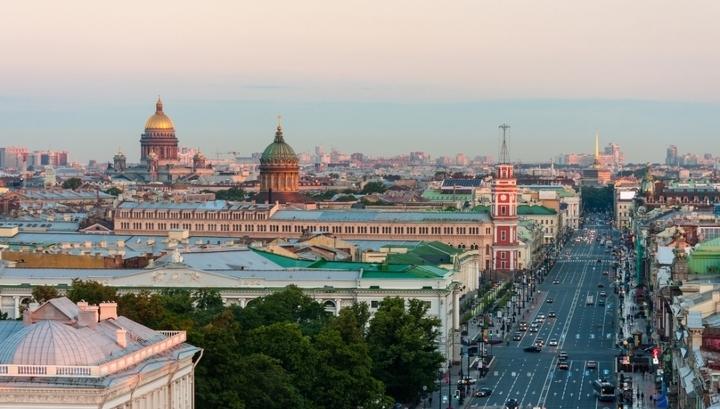 """В Петербурге """"отель на час"""" оборудовали в автофургоне"""