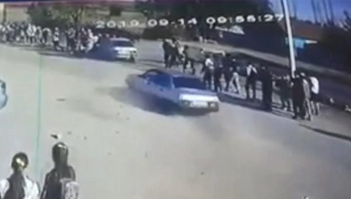 Водитель без прав сбил девятерых детей и скрылся