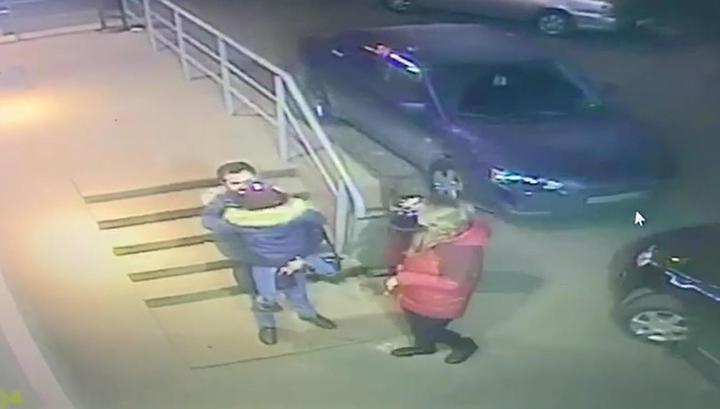 На юго-востоке Москвы мужчина порезал бывшую жену, гулявшую с ребенком