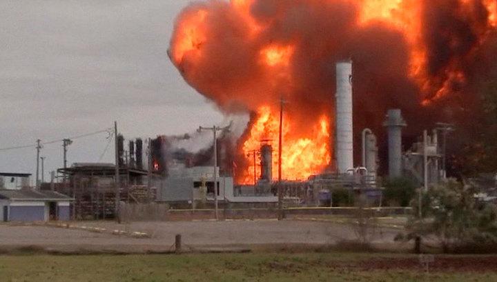 На горящем нефтезаводе TPC Group в Техасе прогремел второй сильный взрыв