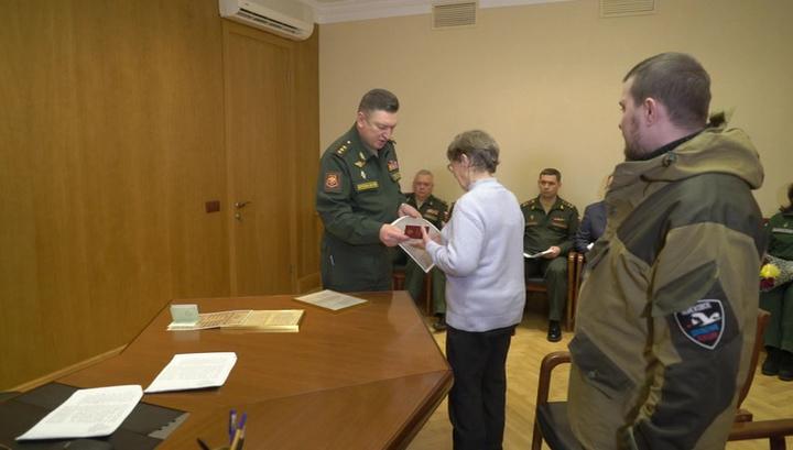 Родственникам погибших фронтовиков вручили их награды