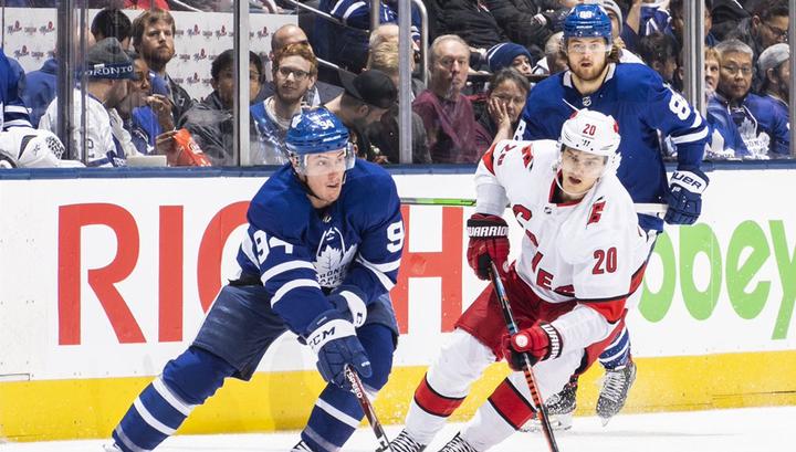 """14 шайб, пас Михеева, гол Свечникова: """"Торонто"""" обыграл """"Каролину"""" в НХЛ"""