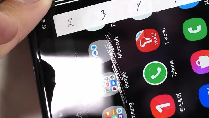 """""""Ультратонкое стекло"""" Galaxy Z Flip оказалось не прочнее пластика"""