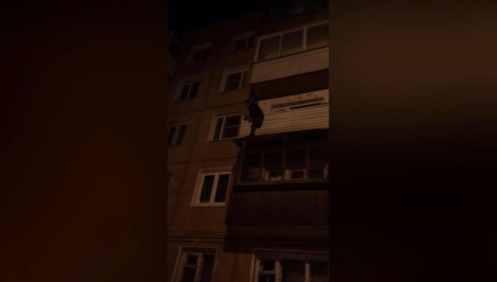 Одноногий житель Иркутска рухнул с балкона при попытке спуститься с пятого этажа