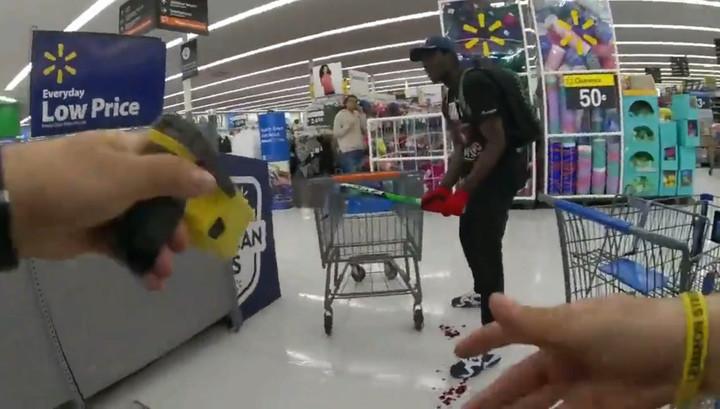 Американские полицейские убили покупателя с битой и опубликовали видео инцидента