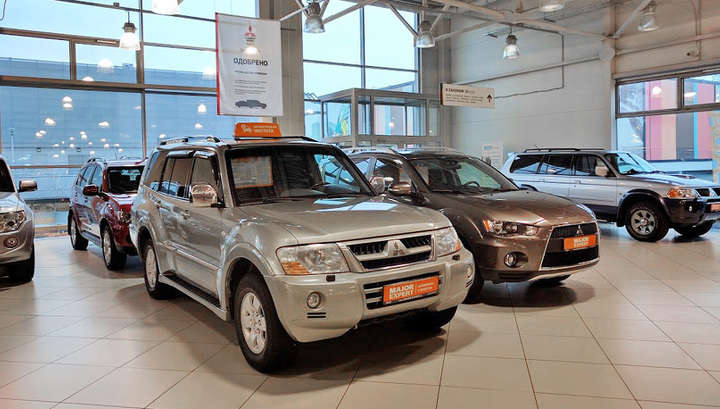 Продажи подержанных машин в России рухнули (а продажи новых ставят антирекорд)