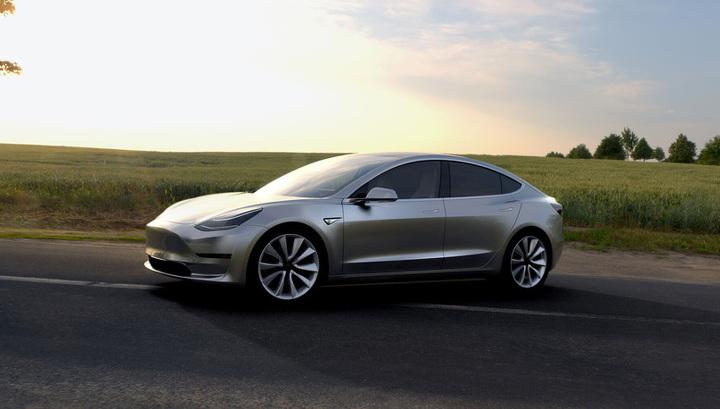 Машина как ловушка: владелец Tesla поймал угонщика, заперев его смартфоном
