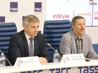 38-й ММКФ. Пресс-конференция в ТАСС. Александр Кибовский, Андрей Плахов. Фото Вадима Шульца