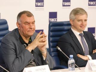 38-й ММКФ. Пресс-конференция в ТАСС. Сергей Мирошниченко, Александр Кибовский. Фото Вадима Шульца