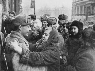 На улицах Ленинграда. 27 января 1944 года.