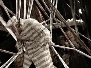 "Сцена из оперы ""Сибирь"". Постановка Дмитрия Бертмана. Театр ""Геликон-опера"""