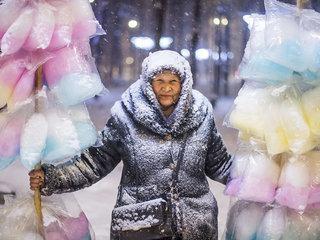 Табылды Кадырбеков. Продавщица сладкой ваты. Фото предоставлено пресс-службой МИА «Россия сегодня»