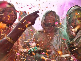 Шаши Шекхар Кашьяп. Вдовы на празднике красок. Фото предоставлено пресс-службой МИА «Россия сегодня»