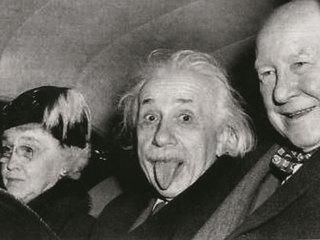 Знаменитая фотография Эйнштейна с автографом ученого уйдет с молотка