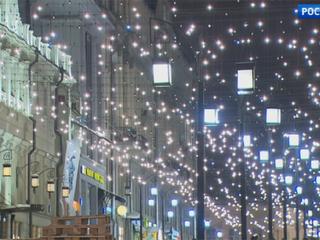 Как светом и цветом раскрашивают здания, мосты и улицы столицы