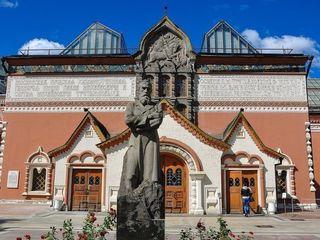 В Третьяковке назвали «несанкционированным перформансом» появление в музее мужчины в белье
