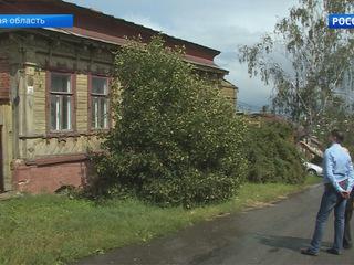 91-летний житель Ельца самостоятельно реставрирует памятник деревянного зодчества