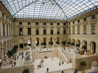 Лувр возобновил свою работу после протестов в Париже