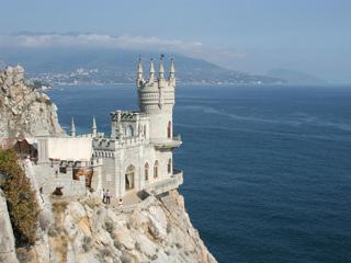 Символ Крыма «Ласточкино гнездо» планирует принять туристов после реставрации к концу года