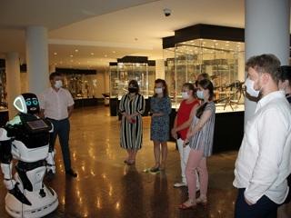 В Тульском музее оружия начал работать робот-экскурсовод