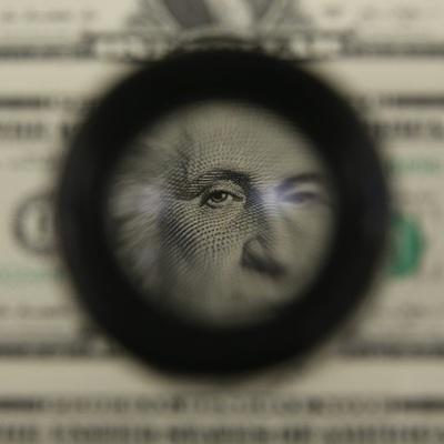 Курс доллара упал ниже 74 рублей впервые с 17 марта