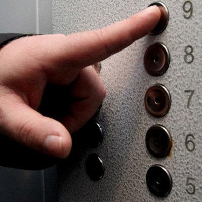 В жилом доме Челябинска рухнул лифт с людьми