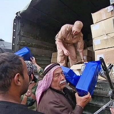 Российские военные доставили партию гуманитарной помощи беженцам из города Эр-Растан