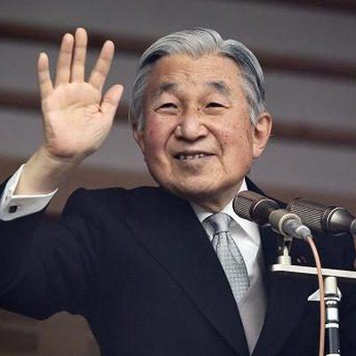 Император Японии в последний раз официально показался на публике перед отречением