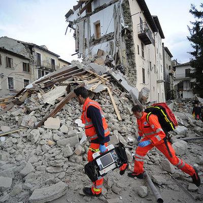 В Мехико требуют продолжить спасательные работы на местах завалов после землетрясения
