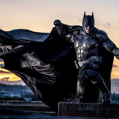 В честь 80-летия Бэтмена в 11 городах мира появится Бэт-сигнал
