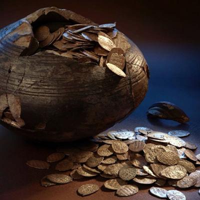 Денежный клад времён Петра I нашли в Красносельском районе Москвы