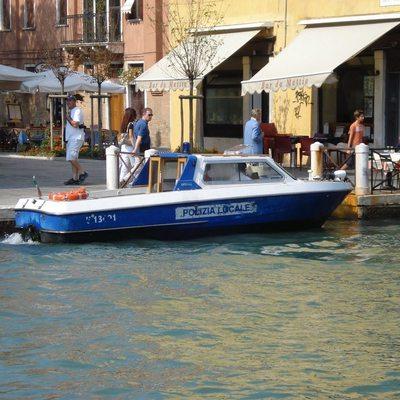 Полицейские Венеции оштрафовали отца ребёнка, который катался на самокате по площади Сан-Марко