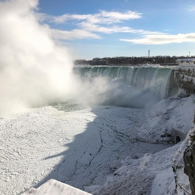Ниагарский водопад частично покрылся льдом