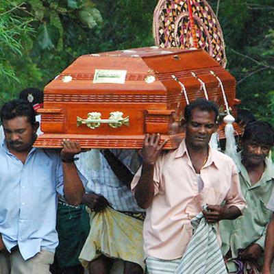 Взрывы на Шри-Ланке: начались первые похороны