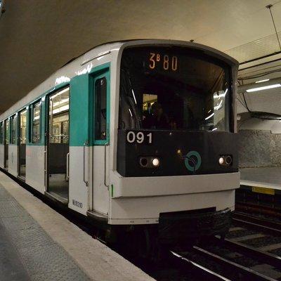 Десять линий метро в Париже останутся закрытыми в пятницу из-за забастовки
