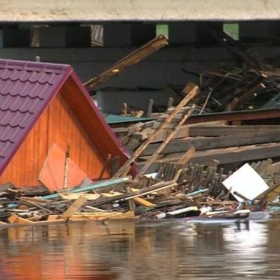 Путин пообщался с жителями районов, пострадавших от наводнения