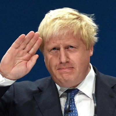 Джонсон заявил, что будет высылать мигрантов, которые приплывают на лодках через Ла-Манш