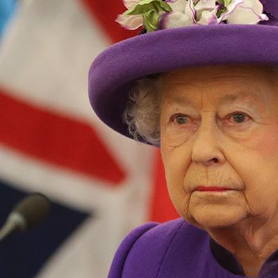 Елизавете II пришлось отказаться от личного бара в Букингемском дворце