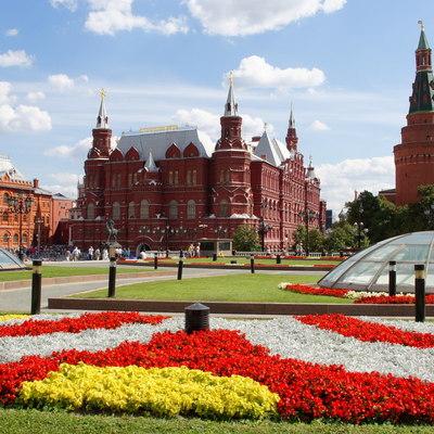 Цветочный сад в виде карты ВДНХ украсит Манежную площадь в Москве