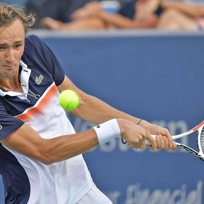 Даниил Медведев победил первую ракетку мира серба Новака Джоковича