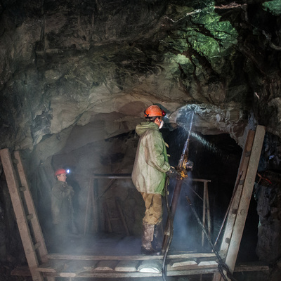 Рабочий травмирован в результате обрушения горной породы на шахте в Североуральске